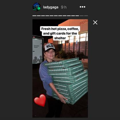 Lady Gaga repartió pizzas en un refugio de la Cruz Roja