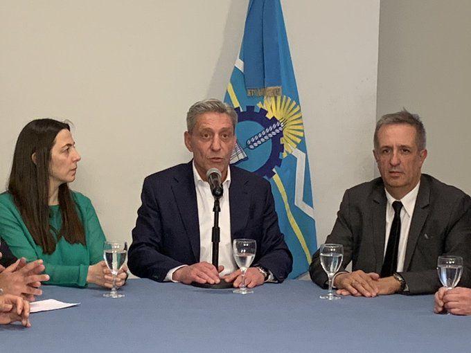 El gobernador de Chubut, Mariano Arcioni, durante la conferencia de prensa a raíz del paro docente