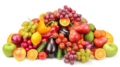 Sustituir de a poco el pan por una fruta o degustar un licuado son algunas de las opciones recomendadas (IStock)