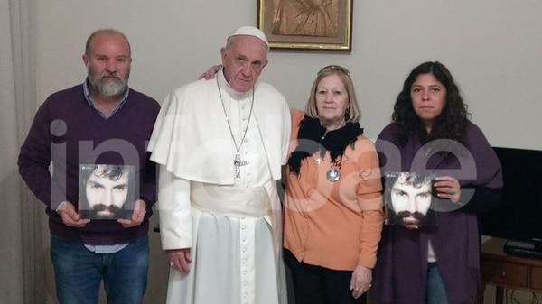 """El Papa - Su actividad """"política"""" como jefe del Estado Vaticano - Página 2 Papa-francisco-con-la-madre-de-Maldonado-1920-1"""