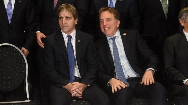Los ministros Luis Caputo y Nicolás Dujovne en una reunión de ministros de economía y presidentes de bancos centrales del G20 (Foto: Nicolás Stulberg)