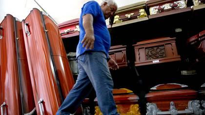 Autoridades de la Secretaría de Salud  aseguran que no se tienen que tomar medidas especiales en el manejo de cadáveres de personas que fallecieron por Covid-19. Foto: Archivo - 163