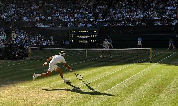 Del Potro y Nadal se enfrentan en la cancha central de Wimbledon (Reuters)