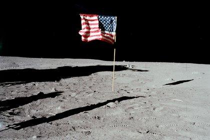 La bandera estadounidense en la Luna.