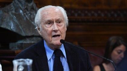 """""""Pino"""" Solanas ocupaba el puesto de embajador argentino ante la Unesco, con sede en París. Murió el viernes pasado, tras haber permanecido internado varios días luego de contagiarse coronavirus (Foto: Celeste Salguero / Comunicación Senado)"""
