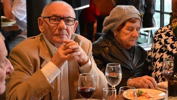 Sobrevivientes del Holocausto, en una cena organizada por Pesaj en Tel Aviv por la organización Ayuda Inmediata para Sobrevivientes del Holocausto