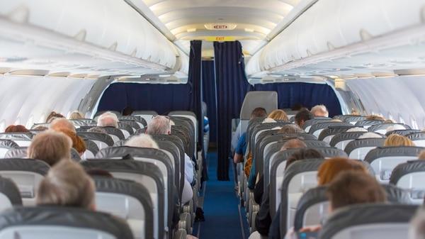 Se cree que viajar en avión expone a las personas a un alto riesgo de contagio, pero no es así.