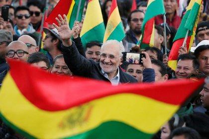 Carlos Mesa podría llegar a la segunda vuelta electoral (Reuters)