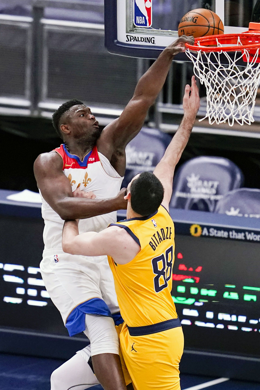 Zion Williamson rompio un aro en la NBA