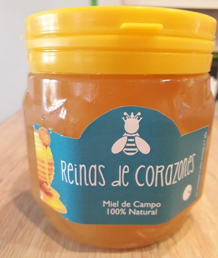"""La miel """"Reinas de Corazones"""" se vende fraccionada en envases de medio kilo y un kilo en Pehuajó y en zona norte de Capital Federal"""