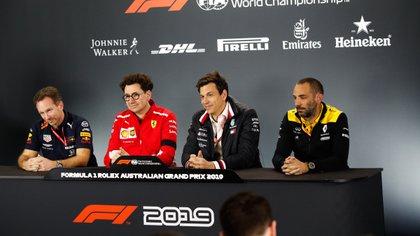 Horner (Red Bull) junto con los equipos proveedores de motores actuales: Binotto (Ferrari), Wolff (Mercedes) y Abiteboul (Renault) (Foto: Shutterstock)