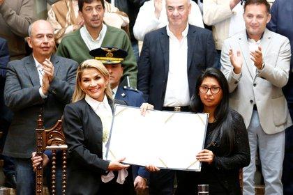 Desde el Senado, Copa avaló el proceso de transición y la convocatoria a elecciones de la entonces presidente Jeanine Añez, mientras Evo Morales se encontraba exiliado en Argentina.