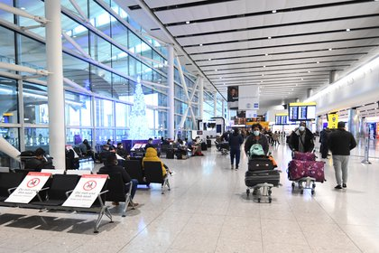 Inglaterra exige a los viajeros test negativo de coronavirus (EFE/EPA/FACUNDO ARRIZABALAGA/Archivo)