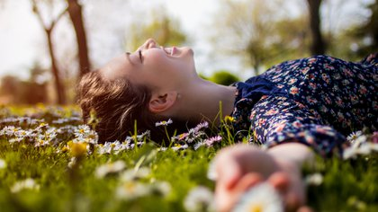 La posibilidad de vivir centrados en el presente permite estar menos ansiosos y con mayor posibilidad de ser felices (iStock)