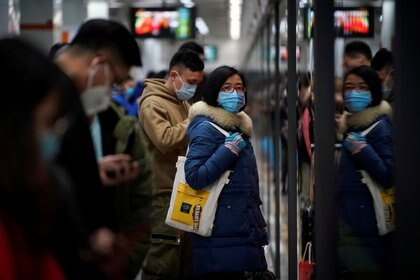 El sistema de metro se beneficia de un sistema de ventilación robusto que es efectivo para eliminar partículas virales del aire (REUTERS)
