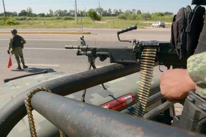 Elementos del cuerpo de Fusileros Paracaidistas en un operativo en Culiacán (Foto: Cuartoscuro)