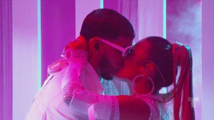 Anuel AA y Karol G encendieron el escenario de Premios Billboard 2019  (Captura: NBC/Telemundo/Latin Billboards)