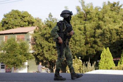 Michoacán informó que 41 elementos viajaron a la zona para cumplimentar una orden judicial de juez cuando fueron atacados por civiles armados quienes dejaron varias cartulinas con mensaje intimidatorios y firmados con las siglas CJNG.  (Foto: Cuartoscuro)