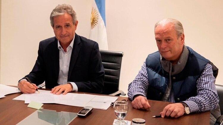 Andrés Ibarra y Andrés Rodríguez, en el despacho de la Casa Rosada