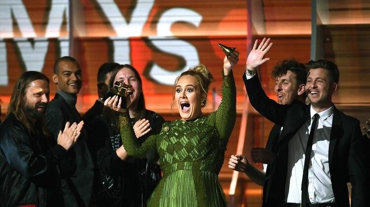 Adele, de 30 años, ha vendido más de 100 millones de discos (Getty)