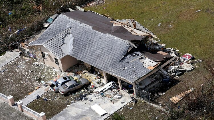 Destrozos del huracán en su paso por Bahamas. (Reuters)