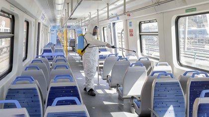 El nuevo producto ya se empezó a aplicar en los trenes de la línea Roca en la estación de Retiro (Min. de Transporte)