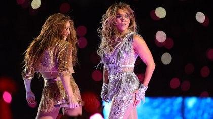 Shakira y Jennifer Lopez durante el medio tiempo del Super Bowl LIV en  Miami, Florida. (AFP)