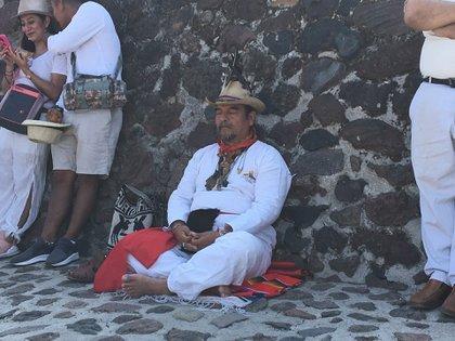 El cansancio después de subir a la pirámide (Foto: Infobae)