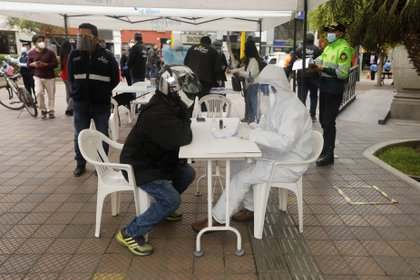Pruebas rápidas de coronavirus en barrio de Lima, Perú (Europa Press)