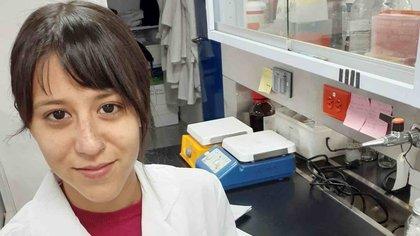 Elizabeth Castro Salas, estudiante de posgrado del Centro Interdisciplinario de Investigación para el Desarrollo Integral Regional (CIIDIR), Unidad Durango, trabaja con los virus de la familia Coronaviridae (Foto: IPN)