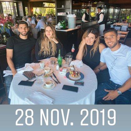 Licha y Micaela, compartiendo un almuerzo con el Toto Salvio y su pareja