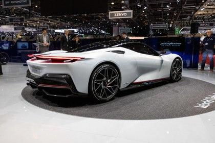 Pininfarina presentó el Battista que se destaca por un sistema de propulsión totalmente eléctrico capaz de erogar una potencia superior a los 1.900 CV