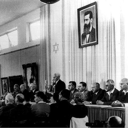 Ben Gurion lee la Declaración de la Independencia.