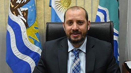 El intendente de la localidad de Luis Piedra Buena, Federico Bodlovic, se vacunó junto a su esposa
