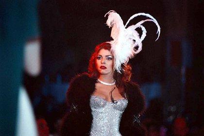 """Itatí Cantoral hizo su debut como la nueva """" Aventurera"""", obra que produce Carmen Salinas y que se lleva a escena en el Salón de baile """" Los Angeles"""". FOTO: Rodolfo Valtierra/CUARTOSCURO."""