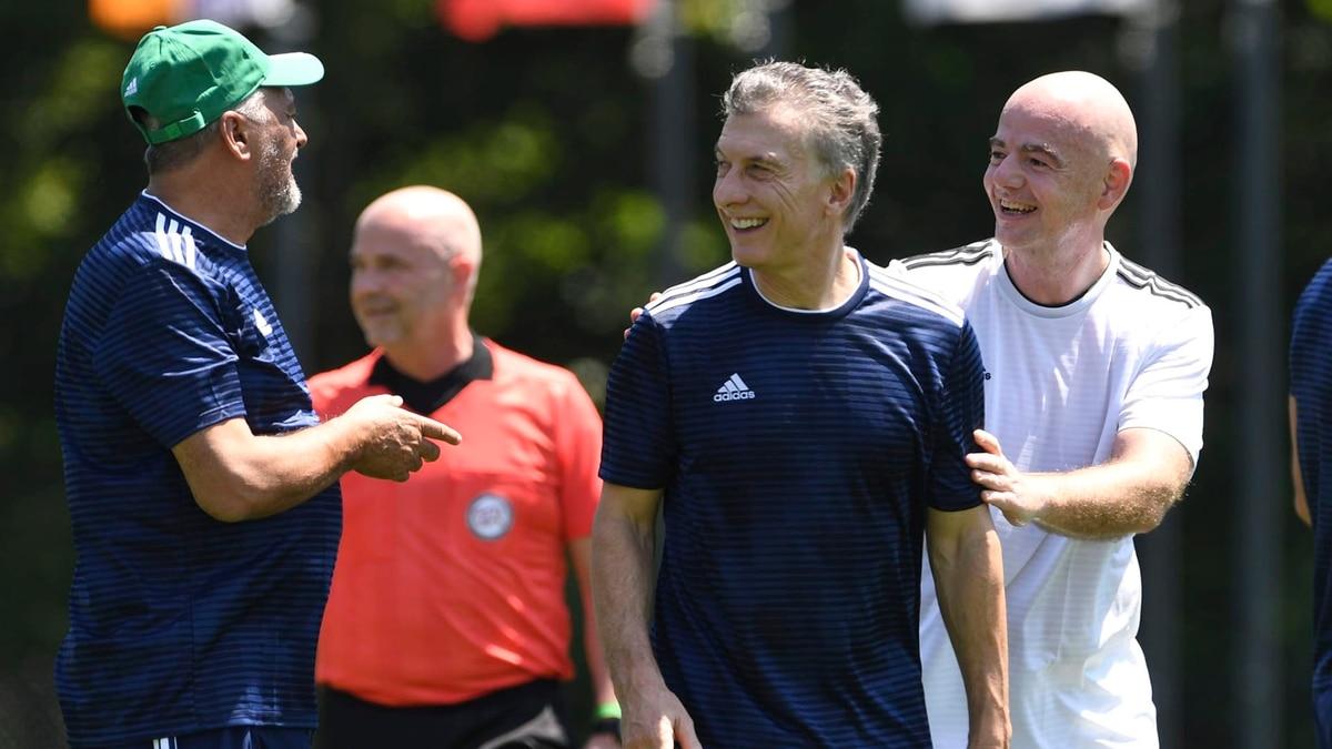 La designación de Mauricio Macri en FIFA es como poner al lobo en el gallinero - Infobae