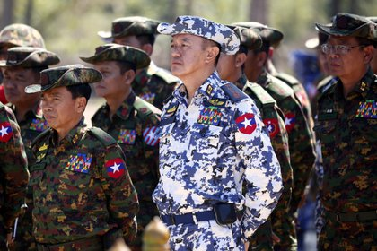 In the picture, General Maung Maung Kyaw (c).  EFE / EPA / LYNN BO BO / Archive