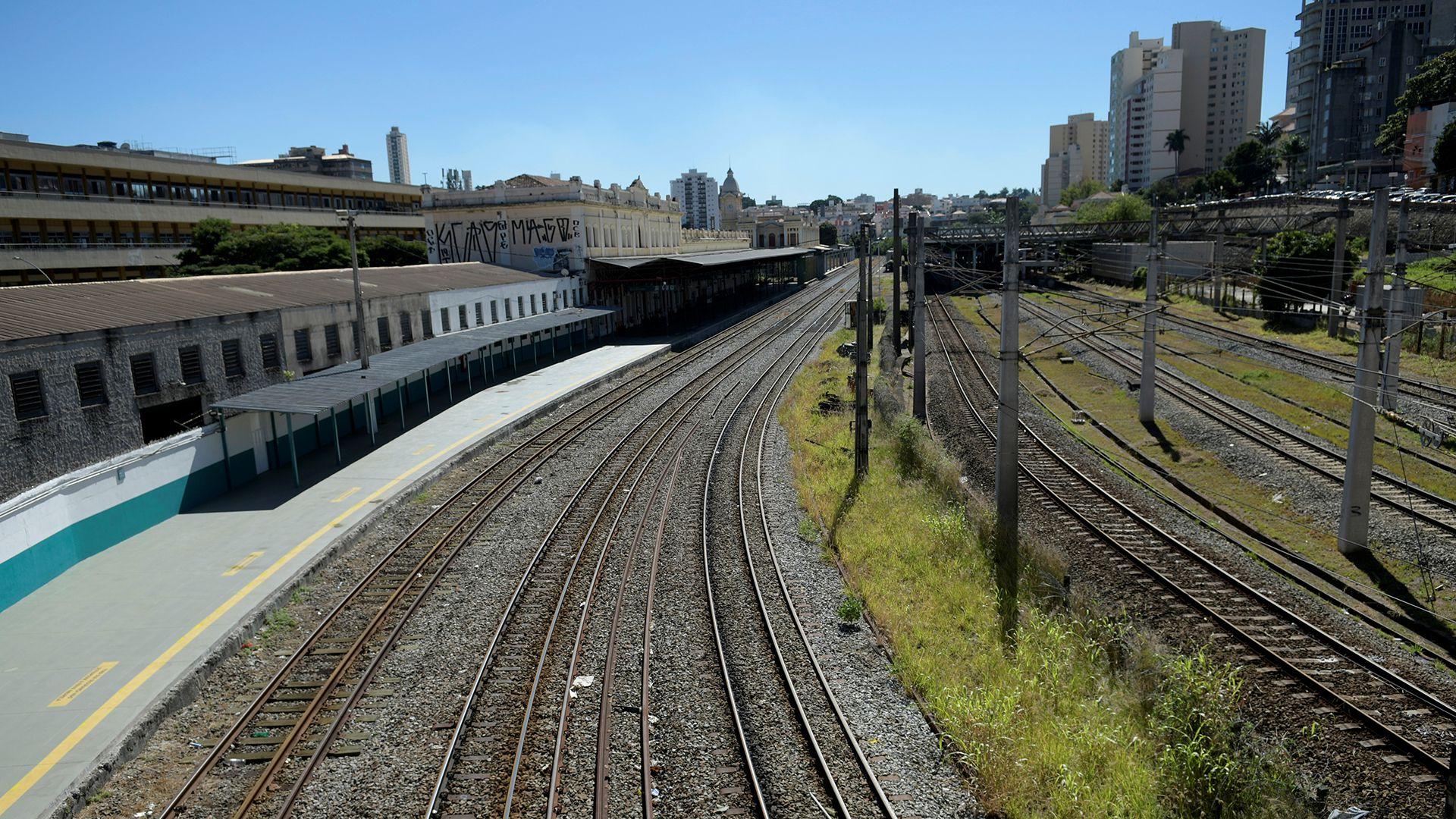 Una plataforma de tren vacía, en Belo Horizonte (REUTERS/Washington Alves)