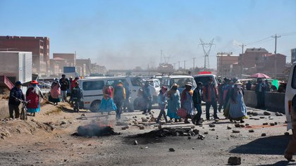 Seguidores de Evo Morales cortan rutas en Bolivia (EFE)