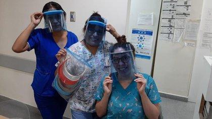 """Médicos del conurbano ya atienden con las máscaras """"full face"""""""