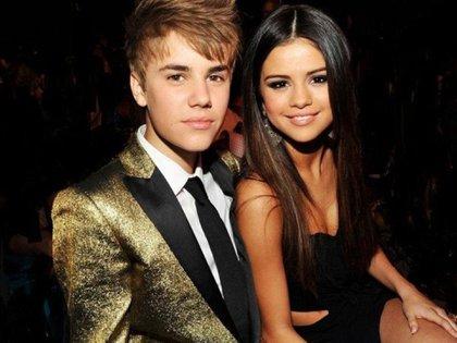 Bieber acusó a los fans de escribirle a Hailey Baldwin y hacerle daño con sus comentarios (Foto: Archivo)