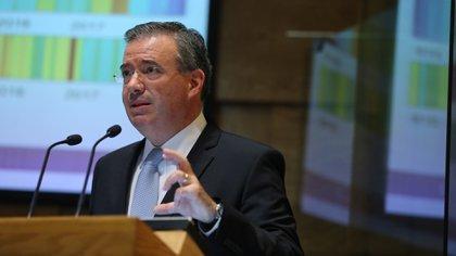 Reto más importante no es COVID-19, sino la inversión: director de Banxico ante el Senado