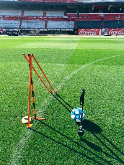 """River cuenta con una máquina llamada """"hammer type cist"""" que detecta la dureza del campo para sugerir qué botines deben utilizar los futbolistas"""