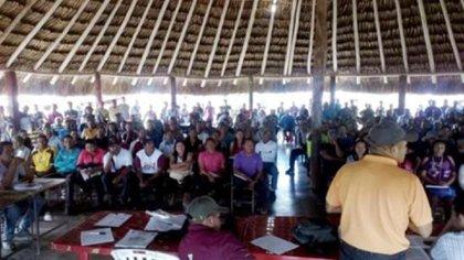 Aquí una asamblea de los indígenas de San Luis de Morichal cuando dos pemones fueron asesinados por los grupos armados mineros