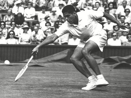Alex Olmedo fue campeón del Australian Open y de Wimbledon en 1959 (Shutterstock)