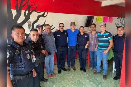 Efectivos de la Guardia Nacional e integrantes de la familia Valencia, que forma parte de una organización delictiva en Puebla (Foto: Especial)