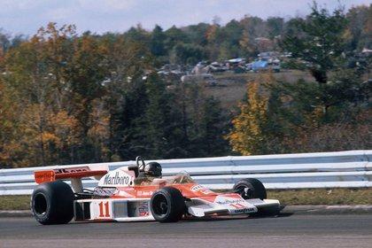 James Hunt sobre el McLaren M23, en 1976, año en que fue campeón del mundo.