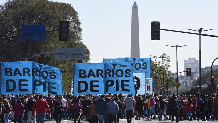 La columna de manifestantes de Barrios de Pie (Foto: Franco Fafasuli)