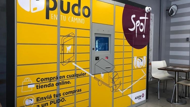 Los smart lockers tienen boxes que detectan los paquetes y envían un código al comprador para que retire