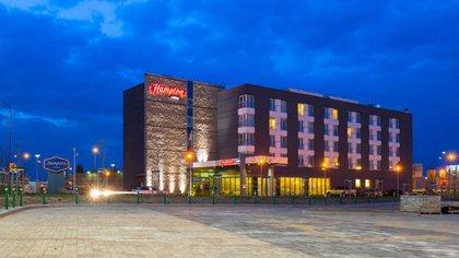 Uno de los hoteles de la franquicia Hampton by Hilton.